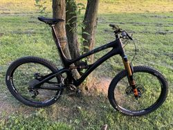 Enduro legenda Yeti SB6c - karbon, Infinity Switch