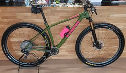 Trek Procaliber 9.8 Project ONE olive green radioactive pink 18,5""