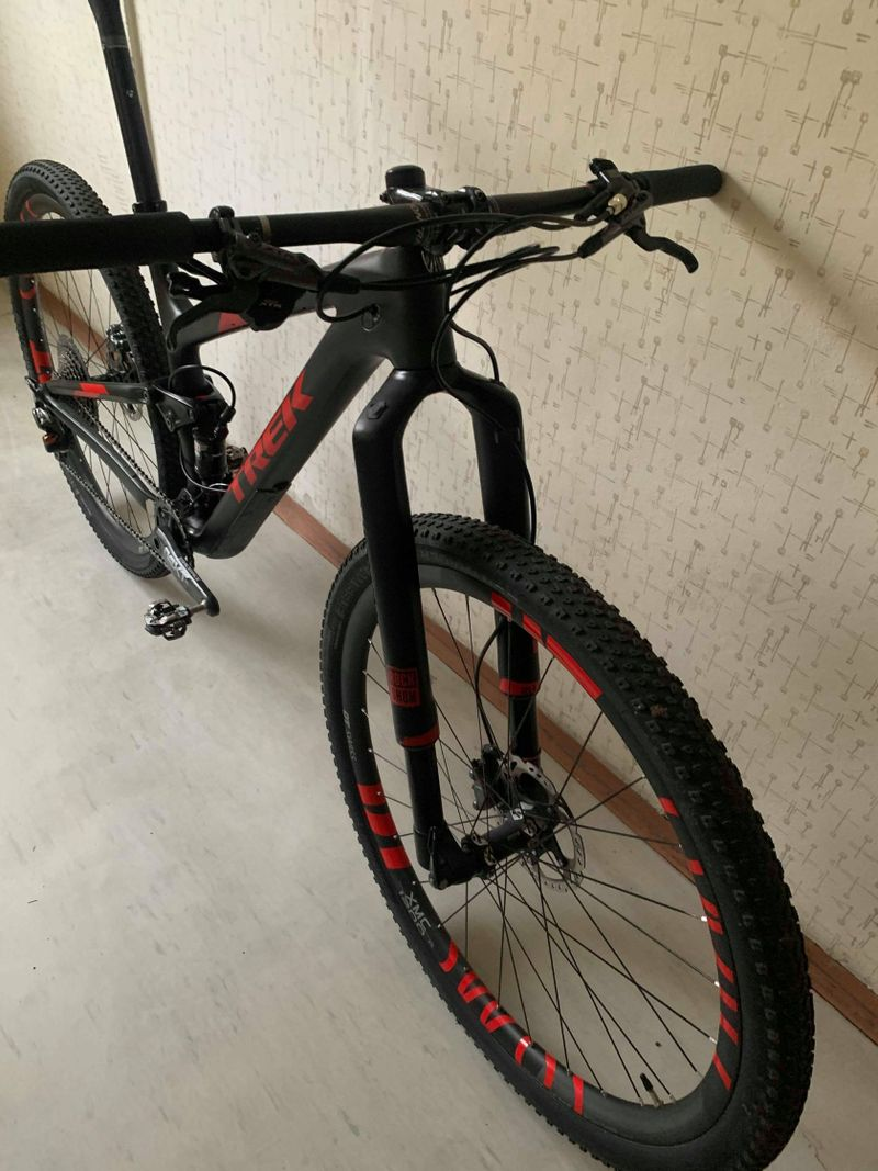 "TREK TOP FUEL 9.9, vel. 19,5""(cca 172-188 cm), DT SWISS XMC1200, XTR"