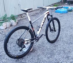 HT Sintesi Flu:5 , XT , Rock shox Recon 120mm, Kola: crosmax.