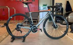 BMC TEAMMACHINE SLR02 ONE FORCE ETAP AXS DISC ROAD BIKE 2020