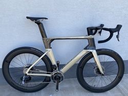 Uplne novy Cannondale SystemSix Hi-Mod carbon Sram Red eTap AXS